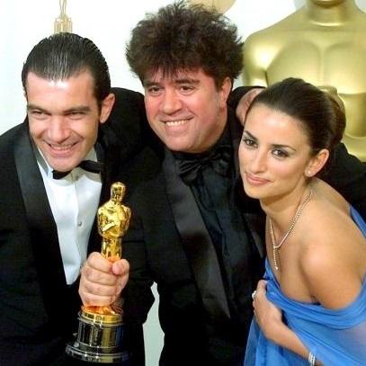 1999, avec P. Cruz, il remet un Oscar à Almodóvar