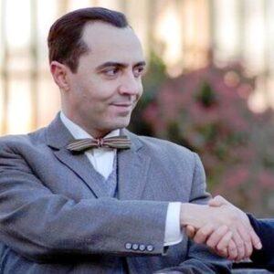 13- Ángel Ruiz interpreta a Federico García Lorca en 'El Ministerio del Tiempo' (RTVE, 2016)