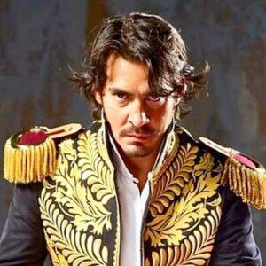 9- Luis Gerónimo Abreu interpreta a Simón Bolívar adulto en 'Bolívar' (Netflix, 2019)
